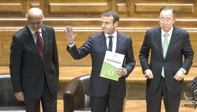 Fabius, Macron i Ban Ki-moon, a l'acte que es va celebrar a la Sorbona.