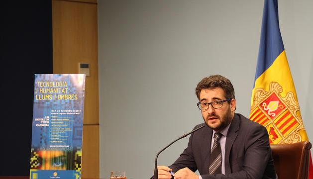 El ministre d'Educació i Ensenyament Superior, Eric Jover, durant la presentació de la Universitat d'Estiu, aquest dilluns al matí.