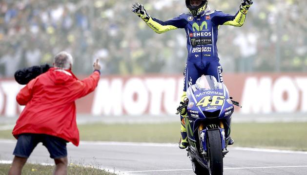 Valentino Rossi celebra la seva victòria a Assen.