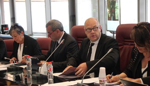 El cònsol major de Canillo, Josep Mandicó, durant el consell de comú celebrat aquest dimarts al migdia.