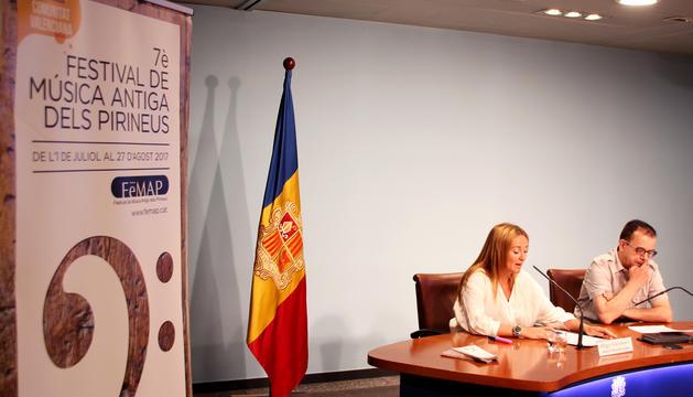 La ministra de Cultura, Joventut i Esports, Olga Gelabert, i el director del FeMAP, Josep Maria Dutrèn, durant la presentació de la 7a edició del Festival de Música Antiga dels Pirineus.