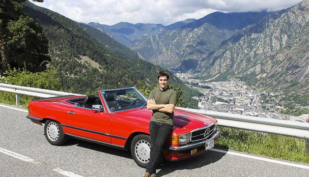 Sergi Iglesias amb el seu Mercedes 500SL