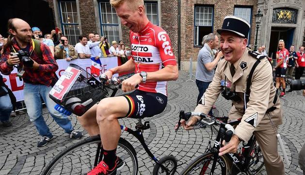 El ciclista Marcel Sieberg durant l'acte de presentació del Tour fet a Düsseldorf.