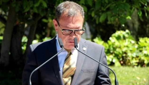 El cònsol major, Josep Miquel Vila, durant la presentació del Camí saludable dels drets humans.