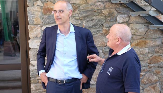 Toni Martí durant la visita aquest dimecres a la casa de colònies d'AINA.