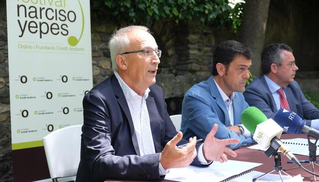 El director artístic, Gerard Claret; el cònsol major d'Ordino, Josep Àngel Mortés; i el director de l'àrea de la Secretaria General Tècnica de Crèdit Andorrà, Agustí Guimerà, han presentat el festival.