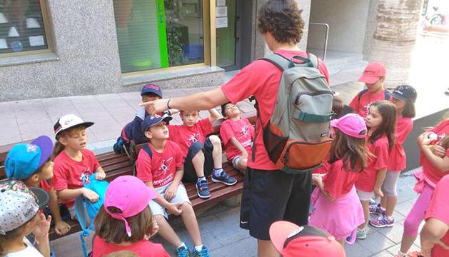 Una cinquantena de nens i nenes participen al Casal.