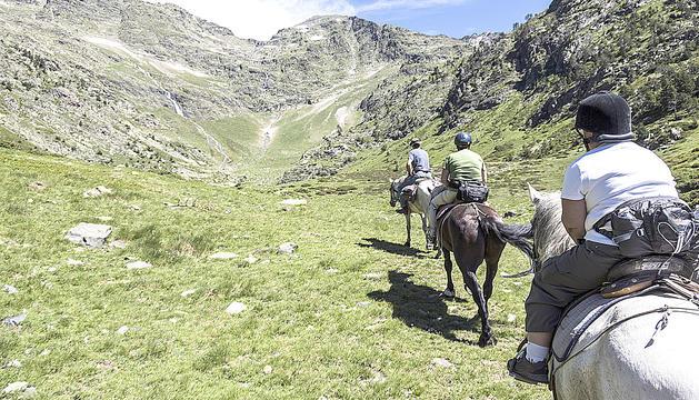 Les rutes pel Comapedrosa es poden fer a cavall.