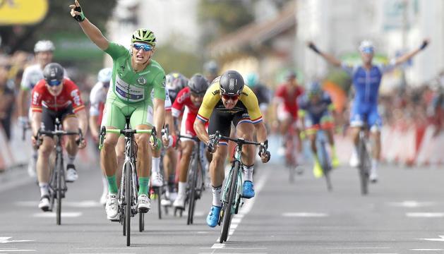 Marcel Kittel celebrant la cinquena victòria al Tour de França d'enguany.