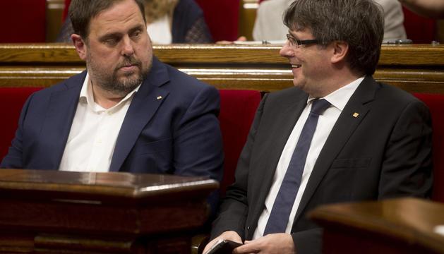 Carles Puigdemont i Oriol Junqueras al Parlament català.