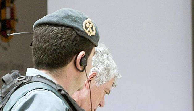 Un guàrdia civil amb Villar.