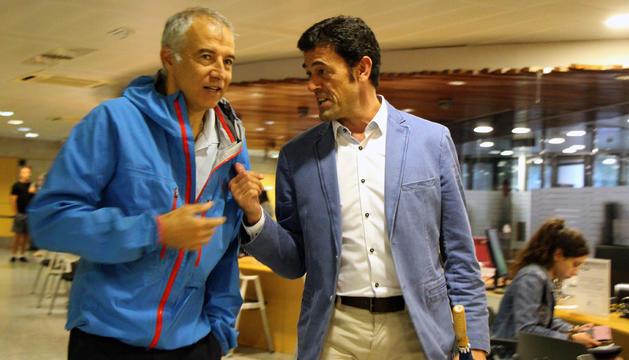 El cònsol major d'Ordino, Josep Àngel Mortés, i l'accionista majoritari de Saetde, Joan Viladomat, entren plegats al Govern per a la reunió.