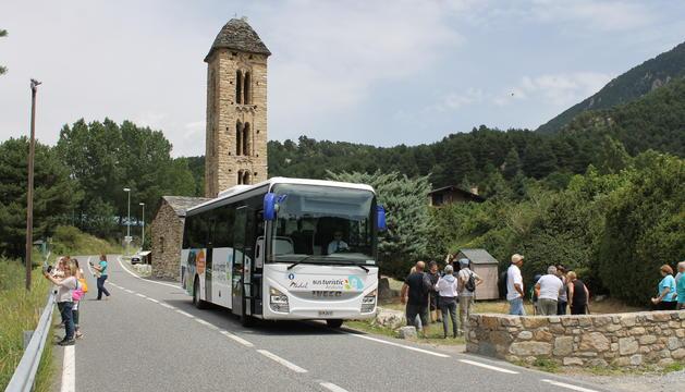 El bus a Sant Miquel d'Engolasters.