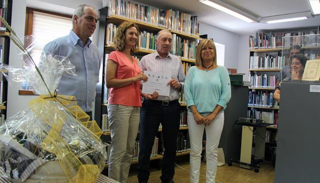 Jaume Calvó rep el primer premi del concurs nacional de prats florits.