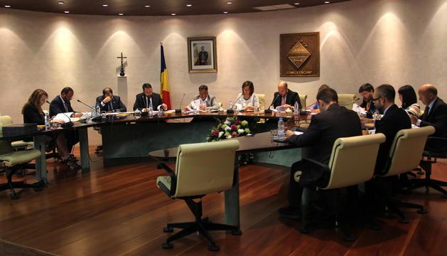 Un moment de la sessió de consell de comú.
