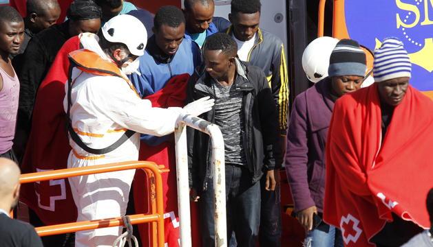 Salvament Marítim els va traslladar al port de Tarifa.