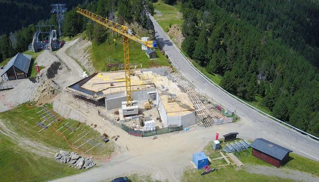 Les obres de l'edifici preses des d'un dron.