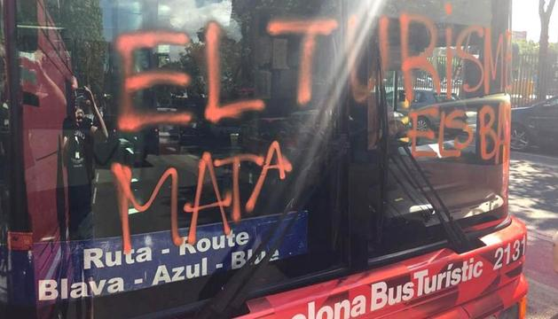 Arran va atacar dijous un bus turístic a Barcelona.