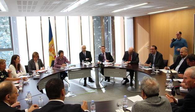 Una de les reunions entre els comuns, el Govern i el Consell General sobre competències i transferències.