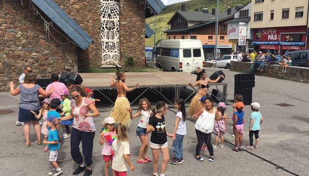 Els infants van gaudir de la festa de la Polinèsia.