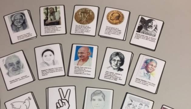 MEMORY DE LA PAU. La biblioteca d'Encamp ens recomana un memory únic creat per la pròpia entitat. La pau és la temàtica  de l'adaptació d'aquest joc de tota la vida. A cada carta hi ha la foto d'un personatge important relacionat amb el món de la pau i una breu descripció del que ha aportat a la societat en aquest àmbit.