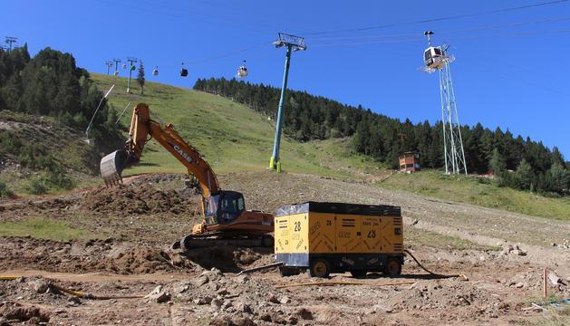 Les obres per a la construcció de la plataforma a la pista de l'Avet.