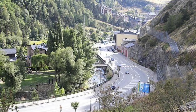 Obres a la zona del riu Valira al seu pas per AINA.