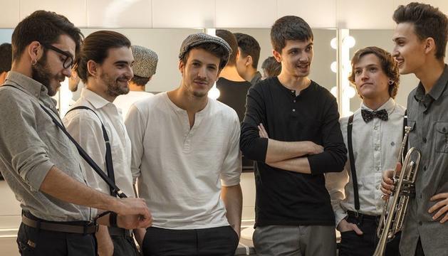 Porto Bello Band fusiona ritmes de tot el món amb la música catalana.