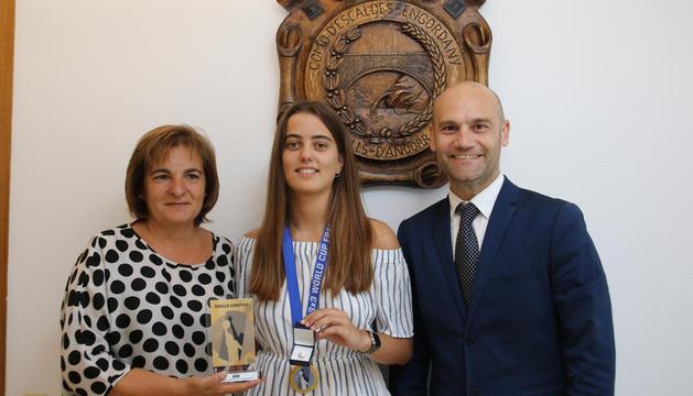Marín, Brunet i Vilanova, a l'acte d'entrega del pin.