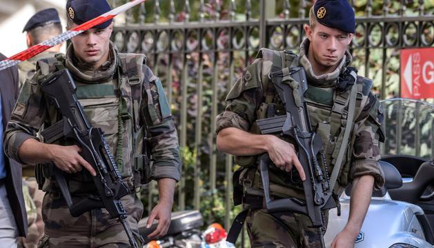 El cotxe va atropellar diversos militars del dispositiu antiterrorista.