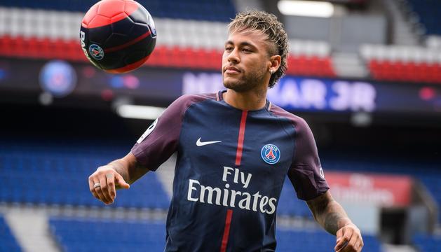 Neymar, el dia que va ser presentat com a nou jugador del PSG.
