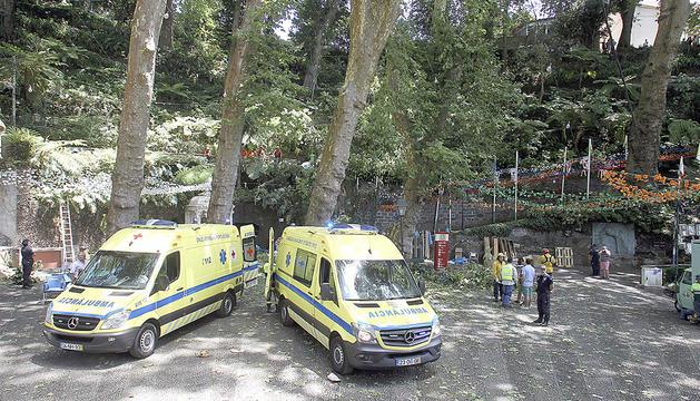 Els serveis d'emergència atenent els ferits.
