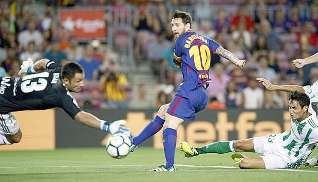 El davanter argentí Leo Messi en el moment del primer gol del partit.