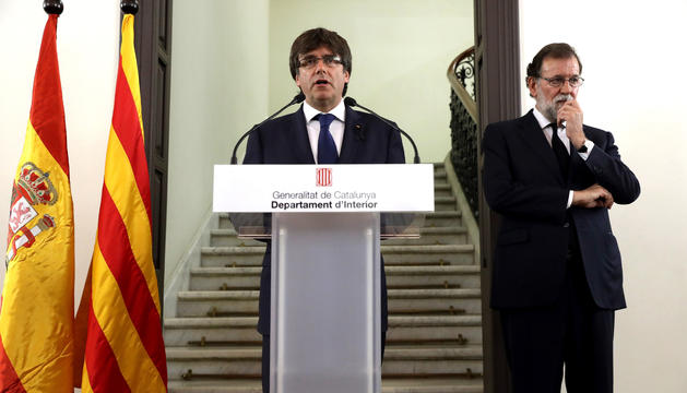 Puigdemont i Rajoy en una compareixença conjunta després de l'atemptat terrorista.