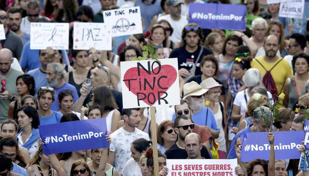 Manifestant exhibint pancartes amb el lema 'No tinc por'.