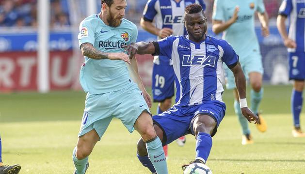 Leo Messi i Wakaso Mubarak.
