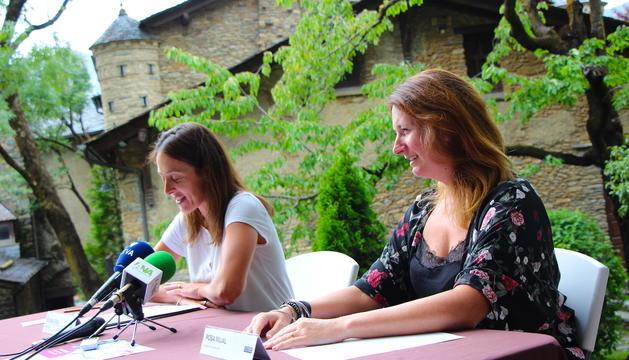 La cònsol menor d'Ordino, Gemma Riba, i la cap de secció de l'Escola d'Art, Rosa Mujal, presenten una nova edició dels Jardins d'Art.