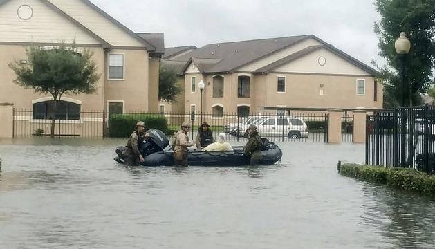 'Marines' nord-americans durant les tasques de rescat, ahir.