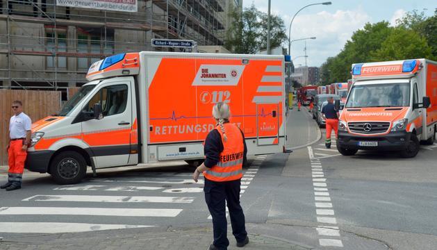 Ambulàncies a Frankfurt, on s'ha evacuat 70.000 persones.