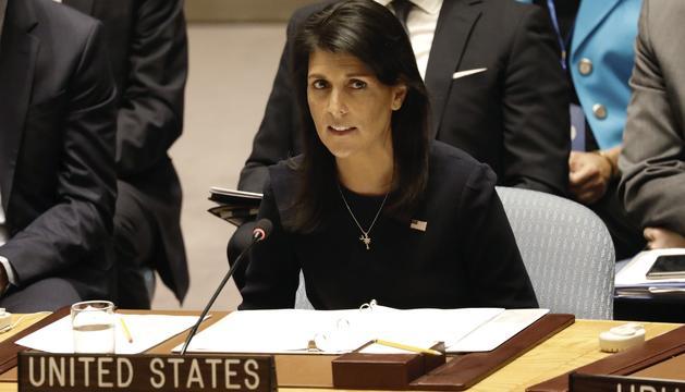 L'ambaixadora dels EUA davant l'ONU, Nikki Haley, durant la reunió d'ahir.