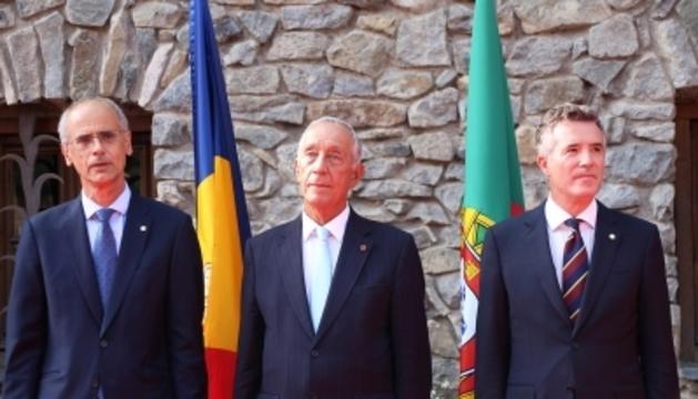 El cap de Govern Toni Martí, el president de Portugal Marcelo Rebelo de Souza i el síndic general Vicenç Mateu