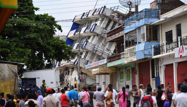 Un edifici destrossat després del terratrèmol.