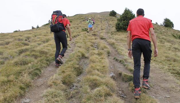 les sortides a la muntanya permeten als membres del GRM conèixer millor el territori i mantenir l'estat físic.