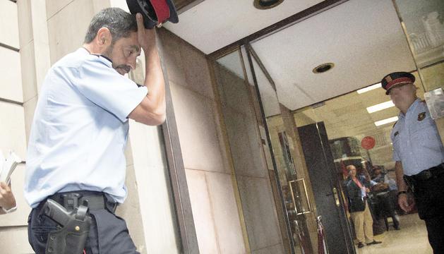 El major dels mossos, Josep Lluís Trapero, ahir entrant a la reunió amb la fiscalia.