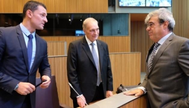 Jordi Gallardo i Josep Pintat (Ld'A) amb Ladislau Baró (DA).