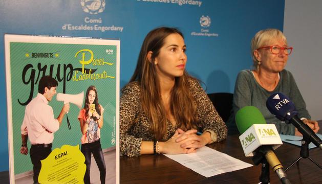 La consellera de Joventut d'Escaldes-Engordany, Laura Lavado, i la psicòloga responsable de l'activitat, Assumpció Lluís.