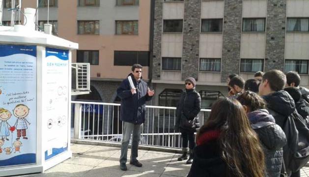 Visita d'estudiants a les instal·lacions de la xarxa de vigilància de la qualitat de l'aire