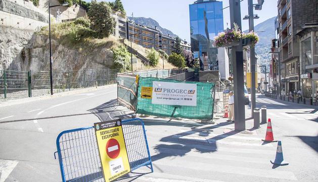 El carrer Bisbe Príncep Iglesias, tallat a causa de les obres.