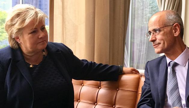 Toni Martí am bla primera ministra de Noruega, Ema Solberg.