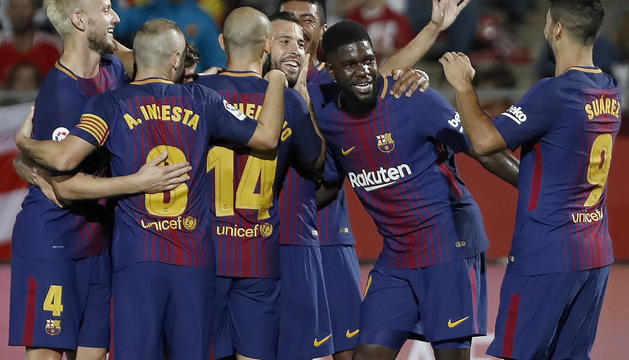 Els jugadors del Barça celebren el primer gol d'ahir a Montilivi.